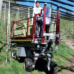 Self propelled fruit harvester